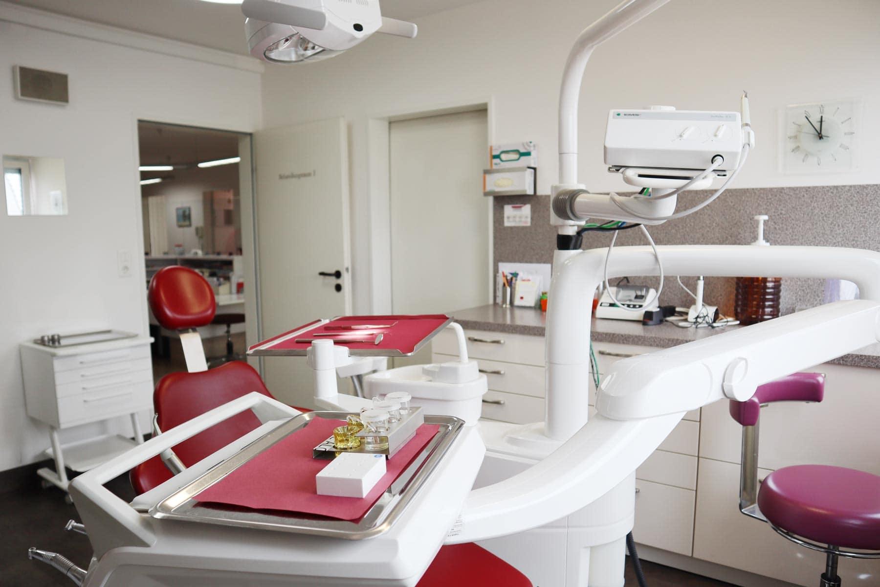Zahnarzt Nelson Cartagena Behandlungszimmer Tools
